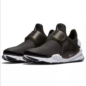 Nike Black Leather Sock Dart SE RARE size 7